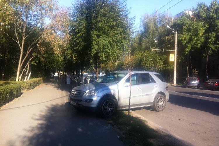 """Am cu ce și parchez unde VREAU! Așa și-a lăsat """"Merțanu"""" pe Nicoale Titulescu FOTO"""