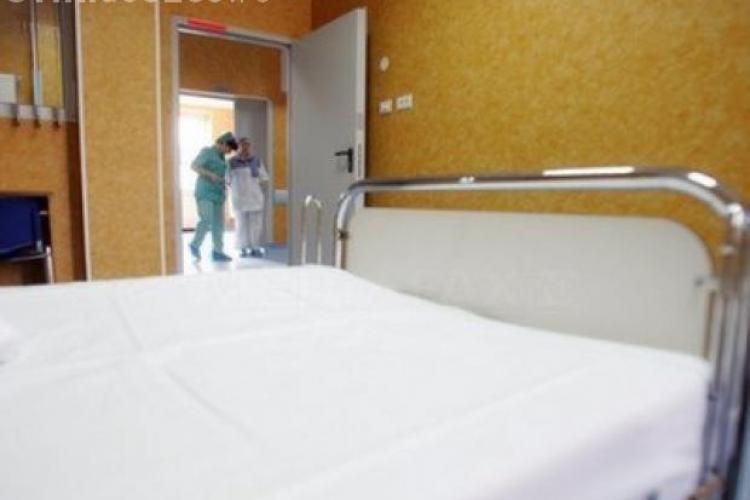 Caz special la BAC: Un tânăr din Baia de Arieş, internat la Cluj susţine proba la biologie în spital cu tendoanele de la o mână secţionate
