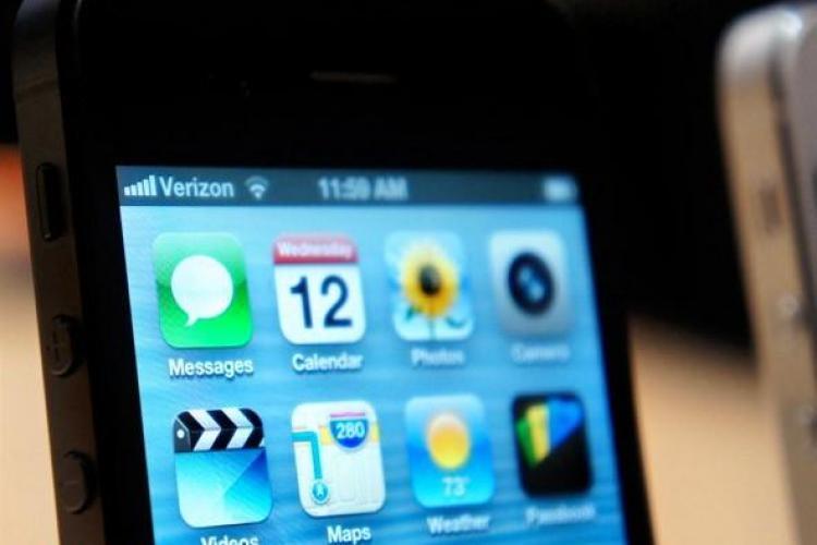 iPhone 5 se vinde ca pâinea caldă. Precomenzile sunt amânate din cauza numărului prea mare