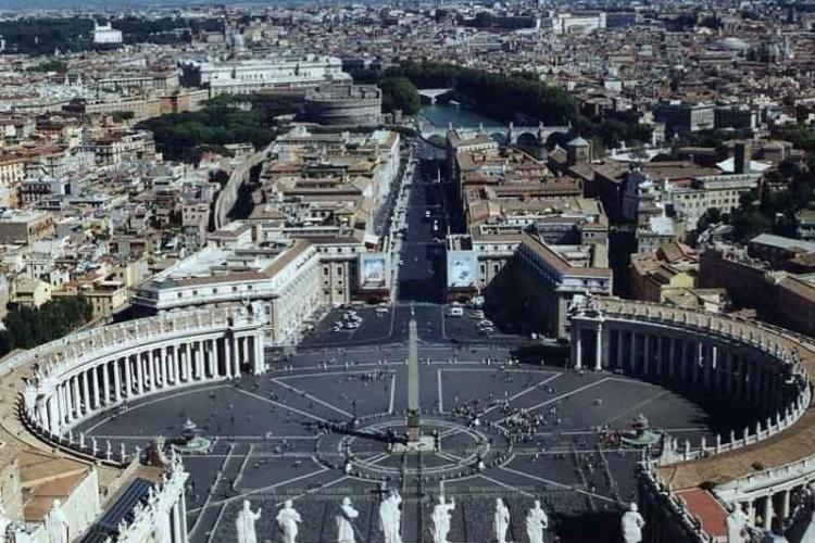 Românii rezidenţi în Italia, somaţi de Fiscul de la Roma să achite impozitul pe casa din ţară