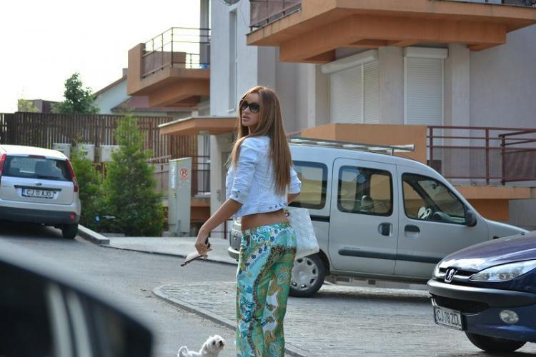 """Bianca Drăguşanu """"atacată"""" de un fan cu cămașa descheiată"""