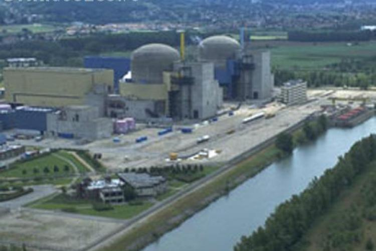 Patru români prinși la furat metale de la o centrală nucleară din Franţa