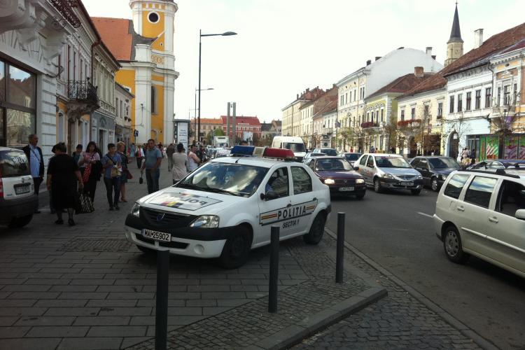 Pieton ÎNCĂTUȘAT pe Bulevardul Eroilor! Scandalul a pornit de la un taximetrist care bloca o bandă de circulație - VIDEO