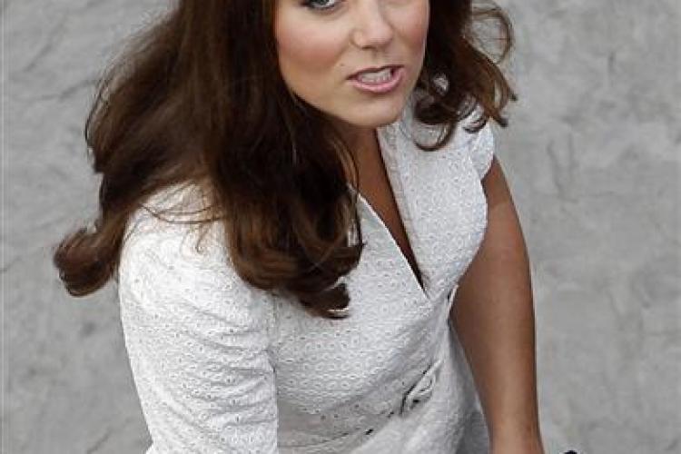 """Super HIT pe internet: """"Prinţesă Kate Middleton, arată-ne sânii!"""""""