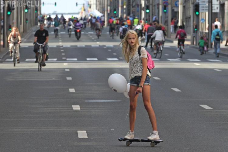 """""""Ziua fără maşini"""": Bruxelles a fost duminică oraşul pietonilor. La români este posibil aşa ceva?"""