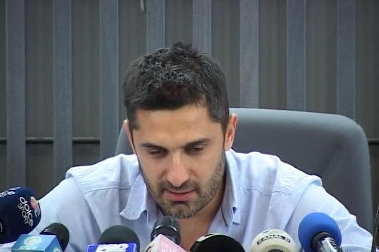 Claudiu Niculescu EXTREM de emoționat la conferința de presă în care și-a anunțat retragerea - VIDEO