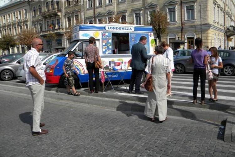 Donezi un euro şi primești o îngheţată londoneză GRATIS. Banii se adună pentru o nouă ambulanţă în Mănăştur şi Grigorescu VIDEO