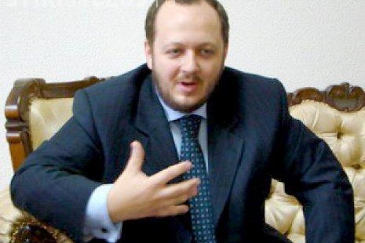 """Adrian Papahagi pe Facebook: """"De ce n-am avea în scurtă vreme o președintă romă, lesbiană și atee"""""""