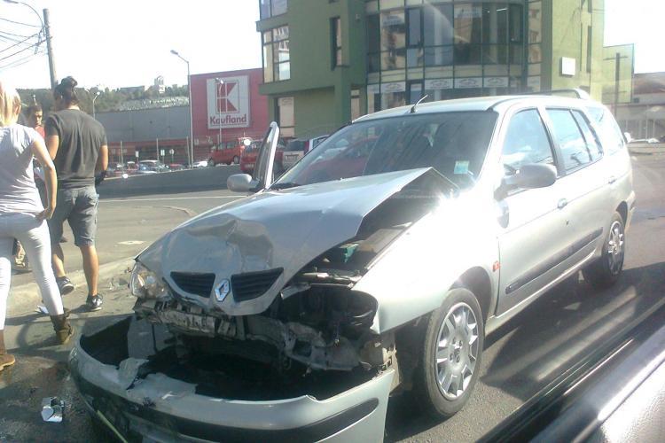 Accident pe strada Câmpului! Două mașini au fost avariate - FOTO
