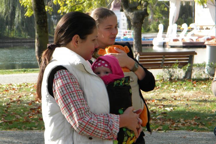 Marșul bebelușilor purtați a avut loc la Cluj-Napoca de la ora 11.00 VIDEO și FOTO