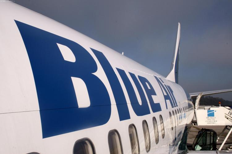 Blue Air schimbă regulile privind bagajul de mână