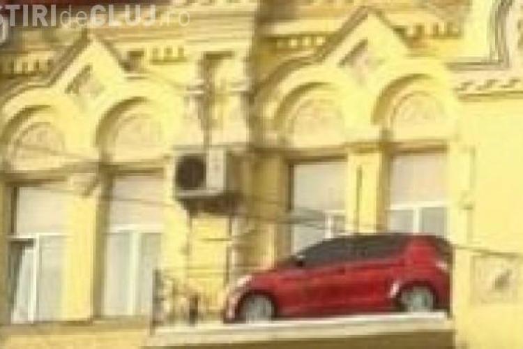 Întrebarea care fierbe internetul. Cum a ajuns mașina acolo? FOTO