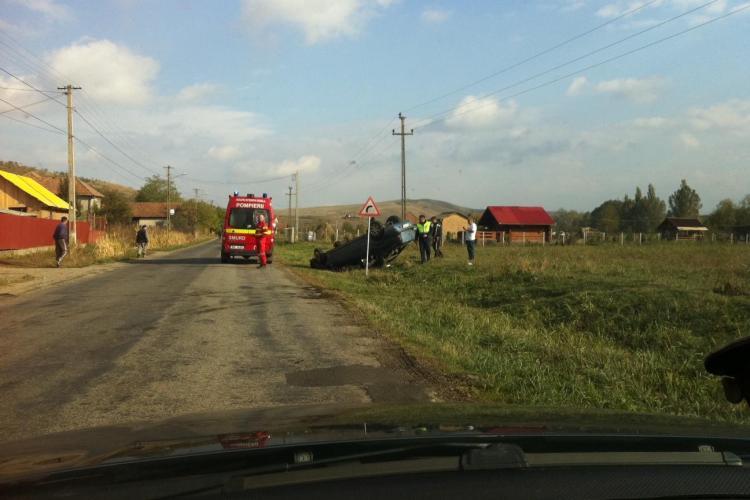 Accident în satul Moriști, Cojocna! Un autoturism s-a răsturnat din cauza vitezei - VIDEO