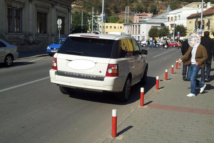 Un șmecher cu 4x4 și-a lăsat mașina pe Emil Isac pentru a intra la un magazin - FOTO