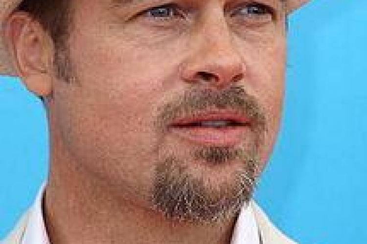 Brad Pitt în ipostaze inedite pentru un pictorial FOTO