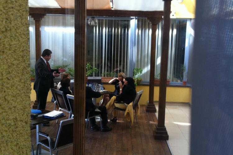 Șefii din Justiție s-au adunat la Cluj și au topit 40.500 de lei într-un hotel de cinci stele - VIDEO
