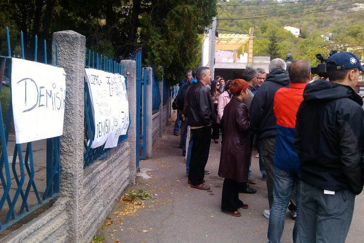 Protest la TVR Cluj împotriva DISPONIBILIZĂRILOR. Angajații au ieșit în fața instituției - UPDATE