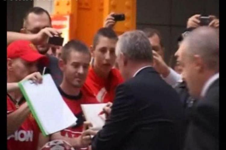 Manchester United a ajuns la Cluj. VEZI primele imagini de pe Aeroport - VIDEO
