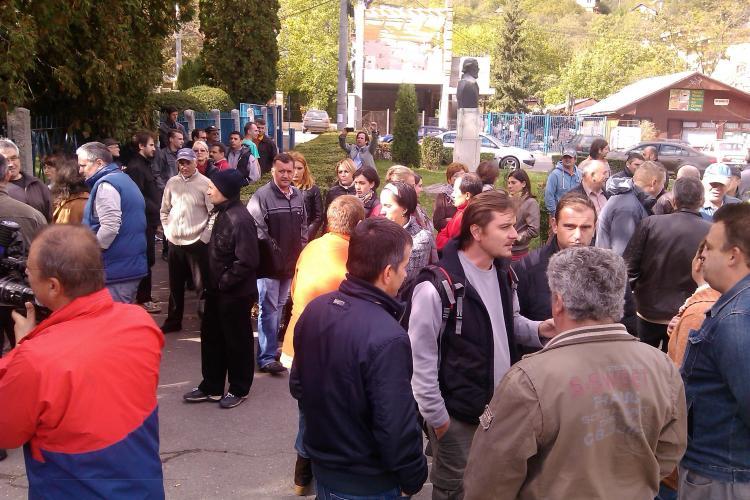Angajații TVR Cluj au ieșit în stradă: Vor să ne oblige să ne dăm demisia - VIDEO și FOTO