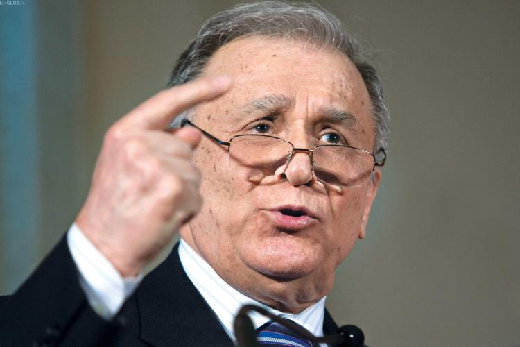 Ion Iliescu a fost huiduit de revoluţionari în faţa sediului PSD
