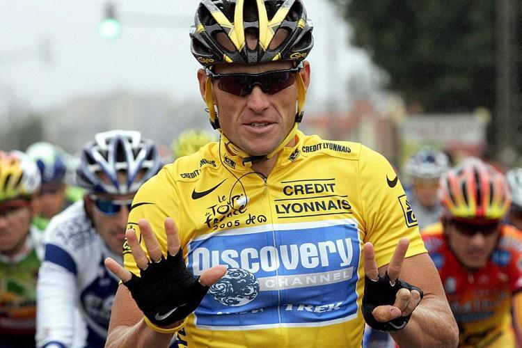 Campionul Lance Armstrong și-a pierdut sponsorii din cauza scandalurilor de dopajul