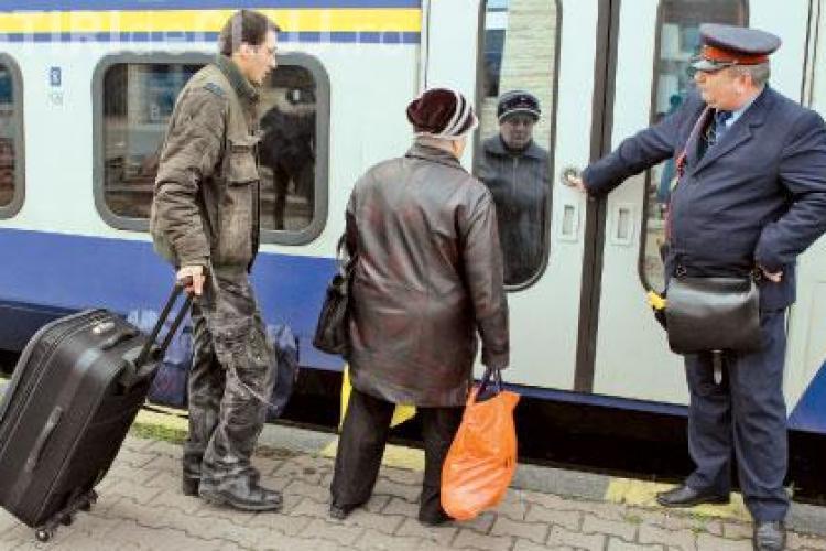 """Un conductor de tren adună 2000 de lei spagă la un drum. Dezvăluiri făcute de unul dintre """"NAȘI"""""""