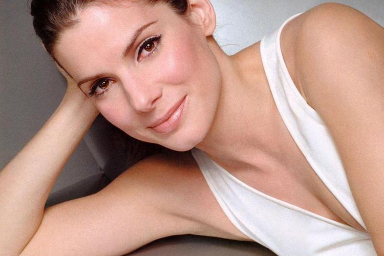 Sandra Bullock, topless într-o emisiune TV - FOTO