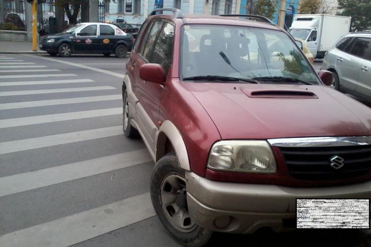 Și-a parcat mașina pe Dorobanților direct pe trecerea de pietoni - FOTO