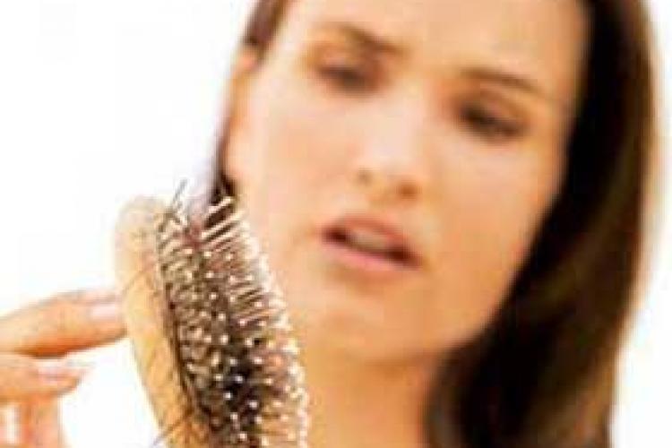 Top 5 tratamente naturale împotriva căderii părului. Vezi aici care sunt acestea