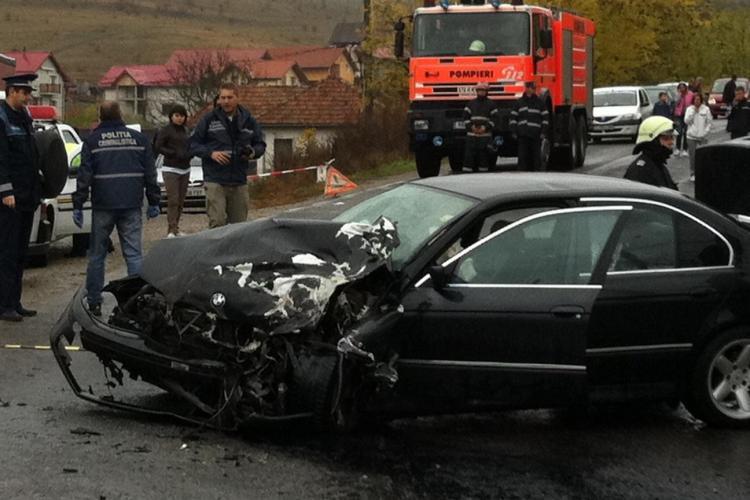 Accident în Corpadea. Un BMW s-a făcut praf după ce a lovit o camionetă - VIDEO