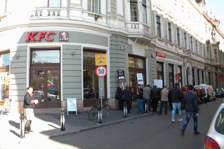 """Ungurii vor să dea afară KFC din Piața Unirii și revendică jumătate din strada Iuliu Maniu: """"Ne fură! Restituiți proprietățile"""" - VIDEO"""