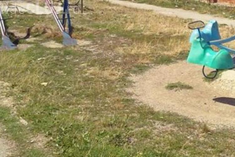 Un copil a căzut în cap de pe toboganul din curtea grădiniței din Sânnicoară