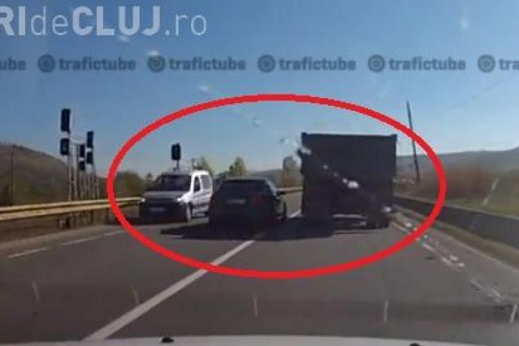 Depășirea CRIMINALĂ pe drumul Cluj - Zalău. Șoferul care a filmat a ÎNGHEȚAT de spaimă - VIDEO