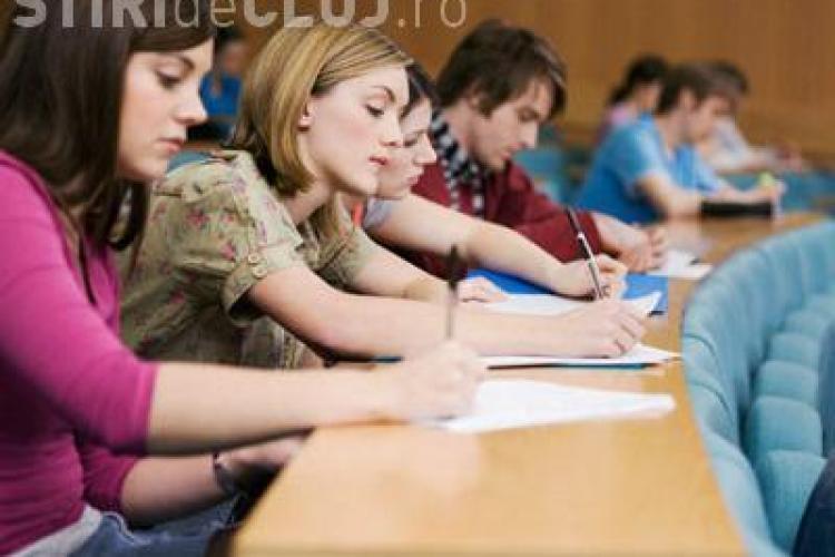 Top 10 țări unde vor să studieze românii