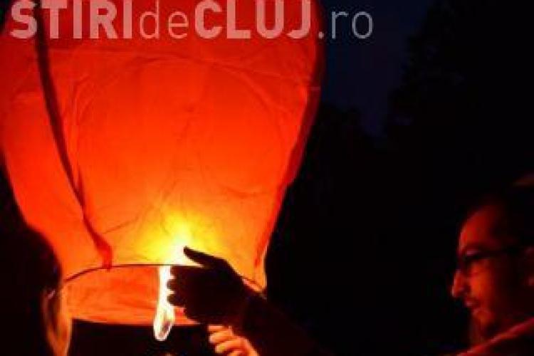 Lampioane plutitoare lansate pe lacul Chios, în Parcul Central