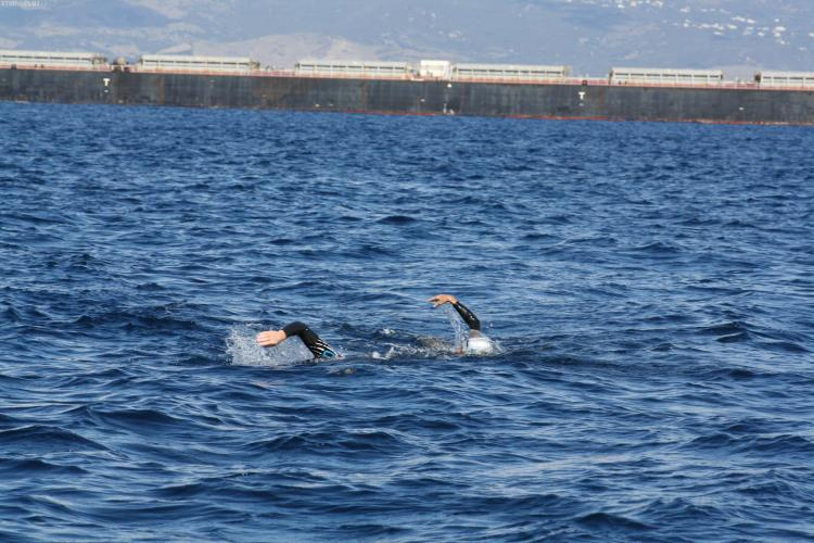 Doi membri ai Orca Swimming Club Cluj au traversat înot strâmtoarea Gibraltar - FOTO