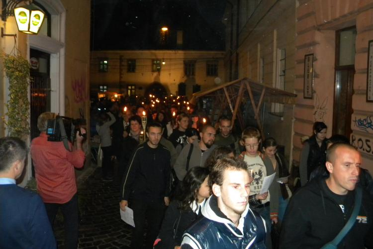 Elevii maghiari din Cluj au comemorat cu torțe martirii Revoluției de la 1956 din Ungaria - VIDEO și FOTO