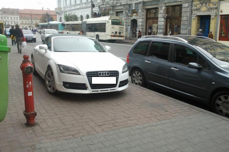 Și-a parcat Audi -ul TT pe trotuar, în zona ZERO a Clujului. Strada Memorandumului se transformă în parcare? - FOTO