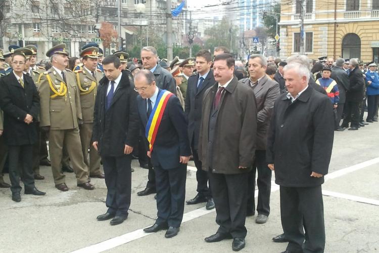 Ziua Armatei: Depuneri de coroane de flori la Monumentul Glorie Ostaşului Român din Piaţa Avram Iancu - FOTO și VIDEO