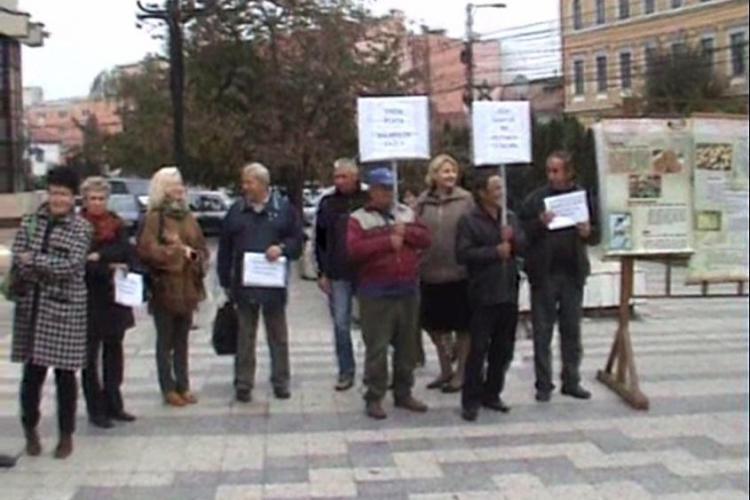 Protest în faţa Prefecturii Cluj. Angajaţii Palocsay nu şi-au primit salarile de un an VIDEO