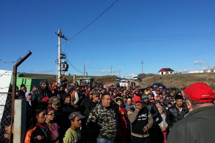 300 de țigani protestează la Pata Rât față de închiderea rampei - VIDEO