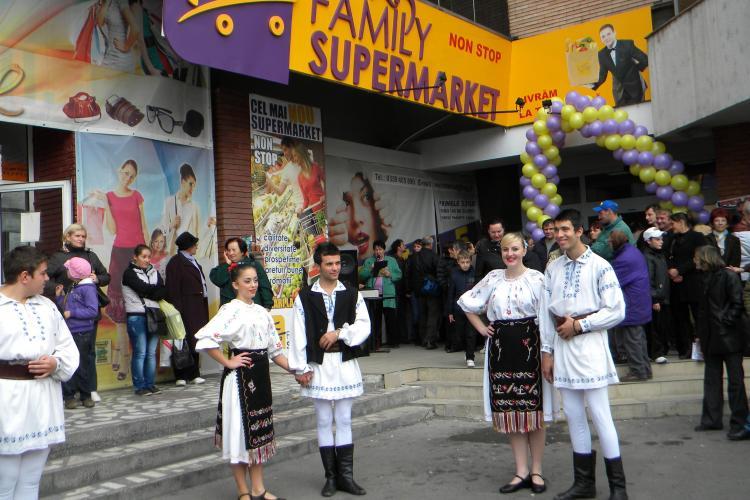 Spectacol și promoții la deschiderea FAMILY SUPERMARKET în Piața Mihai Viteazu FOTO-VIDEO(P)