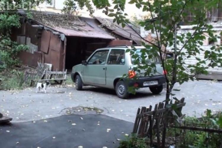Ea e cea mai proastă șoferiță din lume? Cum se chinuie să intre într-un garaj - VIDEO