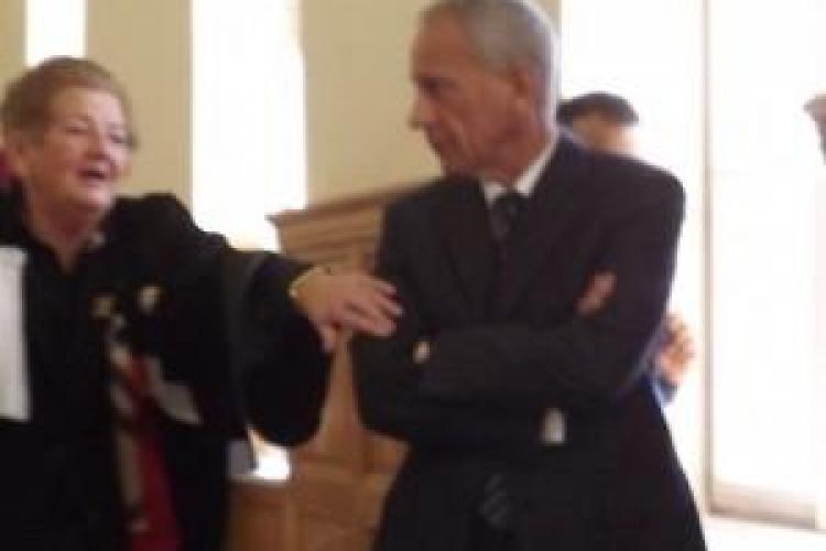 Milionarul Bela Urasi divorțează! Întrebat a luat-o la fugă pe holurile Judecătoriei Cluj-Napoca VIDEO