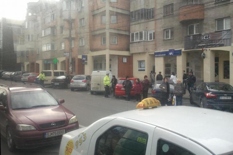 Poliția locală, razie la mașini în Piața Cipariu. Două mașini au fost ridicate - FOTO