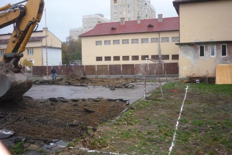 Casa Corpului Didactic Cluj își ridică un GIGA sediu de birouri pe terenul de sport al unei foste școli din Gheorgheni - FOTO