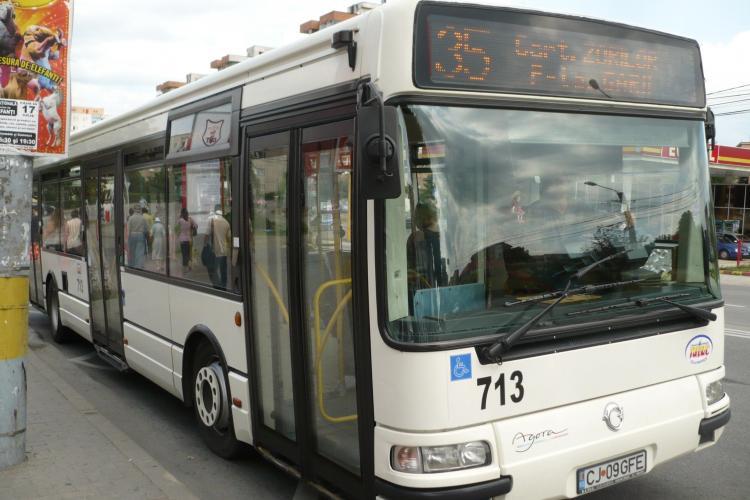 Două bătrâne rănite într-un autobuz RATUC, în Piața Gării