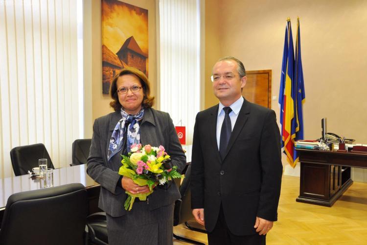 Emil Boc a discutat cu ambasadorul Tunisiei problema vizelor pentru studenții tunisieni de la UMF - VIDEO și FOTO