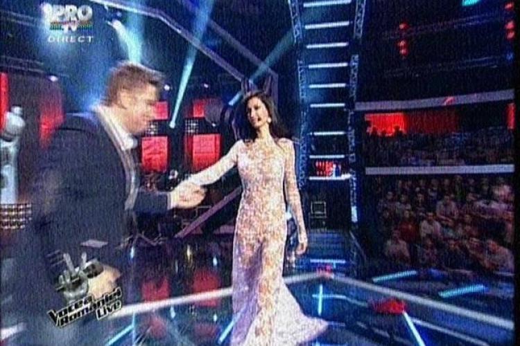 VOCEA ROMÂNIEI: Nicoleta Luciu a apărut cu o rochie transparentă - FOTO