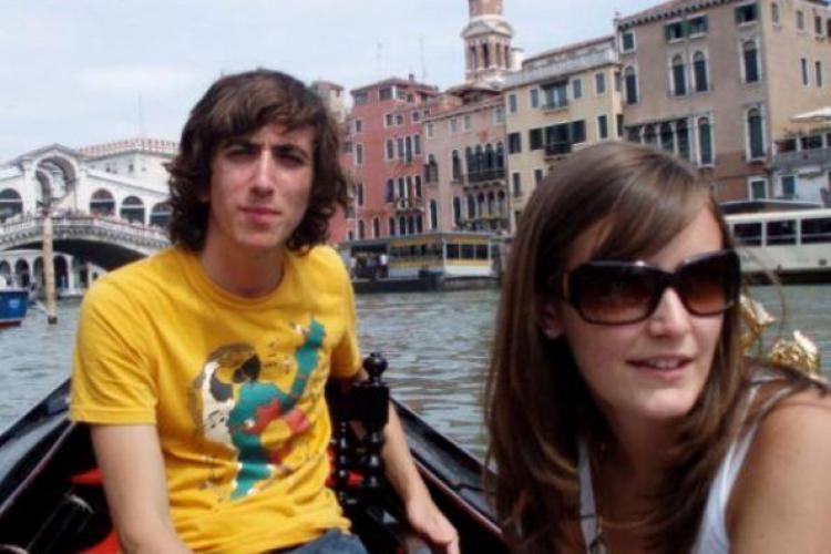 Un tânăr s-a sinucis după ce a luat un medicament contra acneei